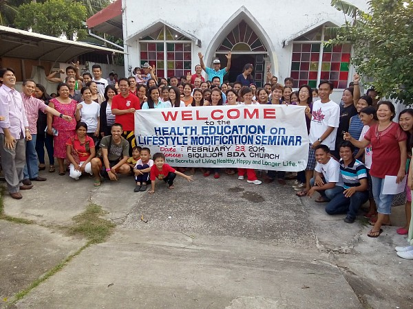 The health seminar in Siquijor on February 23 also attracted some local government officials who discovered a happier and healthier lifestyle. (photo credit: Bernie Maniego)